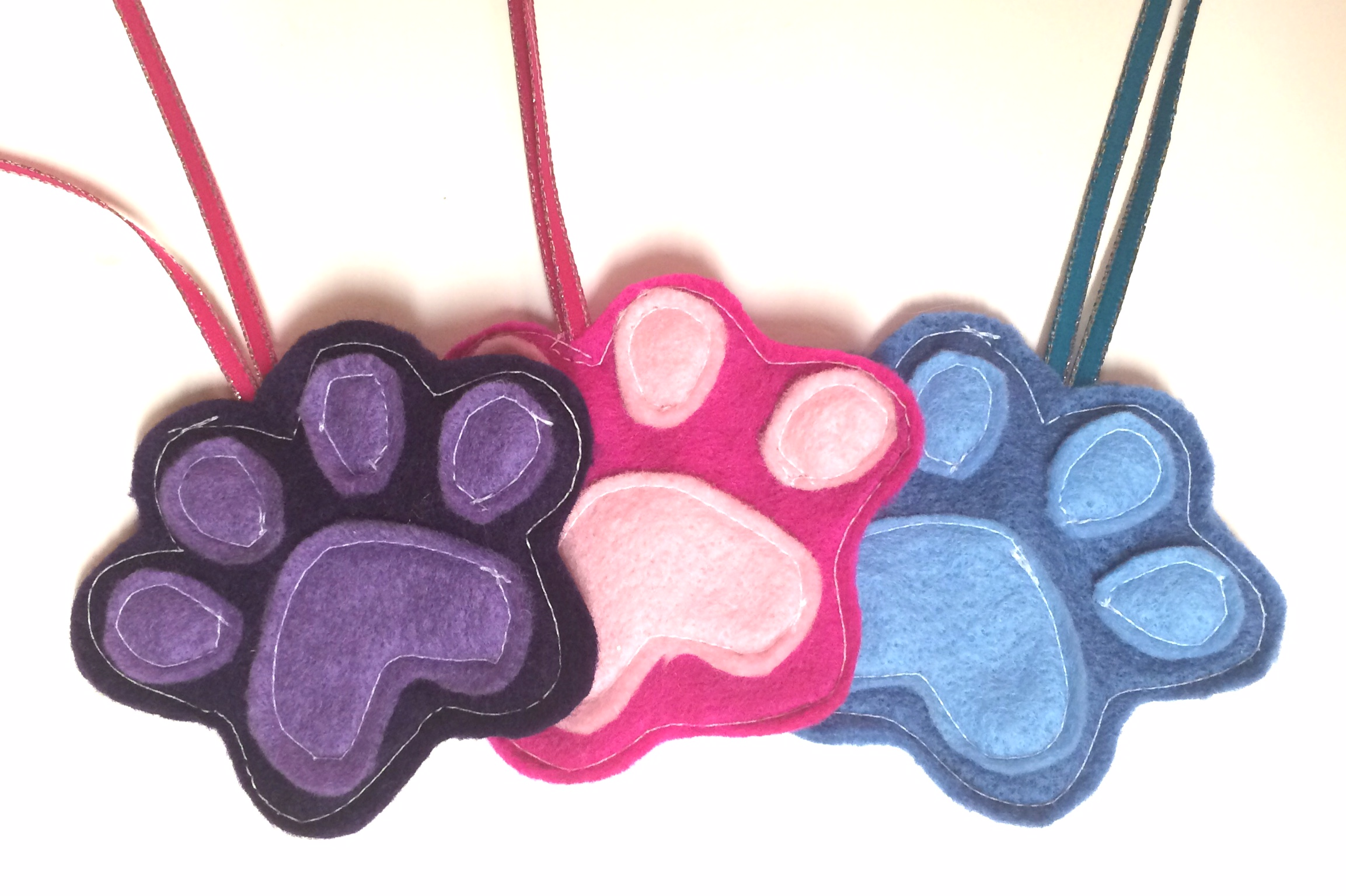 Ornament #10 – Felt Dog Paw {30 Days of Christmas ...